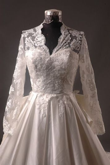 398px-Kate_Middleton_Royal_Dress_Replica_-_Front_Bodice