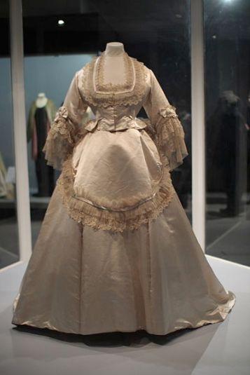 400px-WLA_vanda_Wedding_Dress_ca_1870