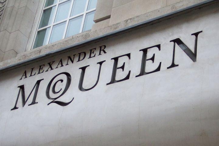 1024px-Alexander_McQueen_front